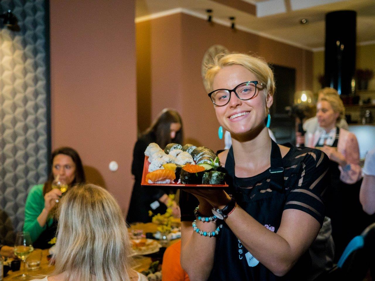 REGISTREERIMINE 10. SEPTEMBRI KOOLITUSELE ON AVATUD! 10.09.2020 Sushi valmistamine kodusel viisil Kell 18:00 – 20:30 Vürts(Vana-Kalamaja 17, Tallinn) Õhtusöök